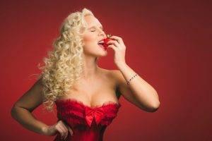 blonde, Women, Model, Curly Hair, Cleavage, Strawberries