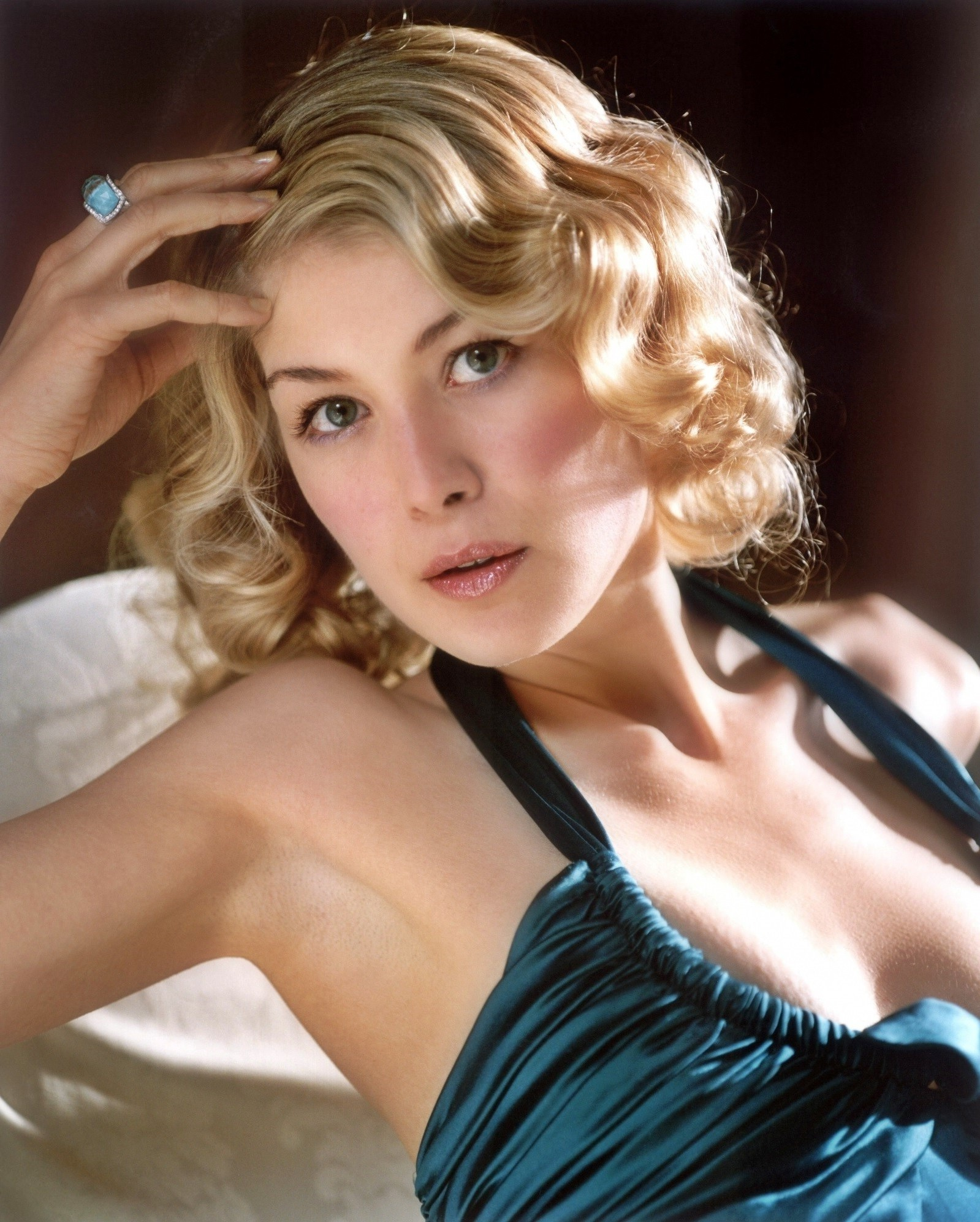 Free wedding dress sketches - Download Hd Wallpapers Of 103051 Armpits Rosamund Pike Free Download