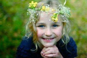 children wreaths blue eyes blue clothes smiling blonde holding hands