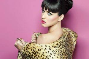katy perry animal print bare shoulders singer bangs looking back pink background women brunette blue eyes