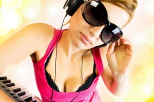 headphones, Dj, Disc, Jockey, Glasses, Sunglasses, Face, Lips, Pink, Boobs, Cleavage, Breast, Model, Keyboard, Piano, Pose, Women, Females, Girls, Sexy, Sensual, Babes, Bra, Lingerie