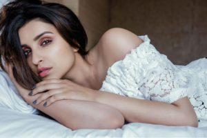 parineeti, Chopra, Bollywood, Actress, Model, Girl, Beautiful, Brunette, Pretty, Cute, Beauty, Sexy, Hot, Pose, Face, Eyes, Hair, Lips, Smile, Figure, India